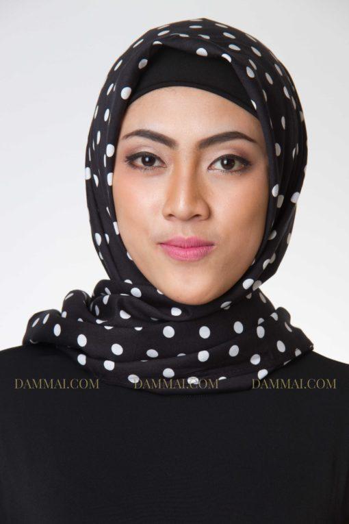 black polkadot jilbab segi empat 1401