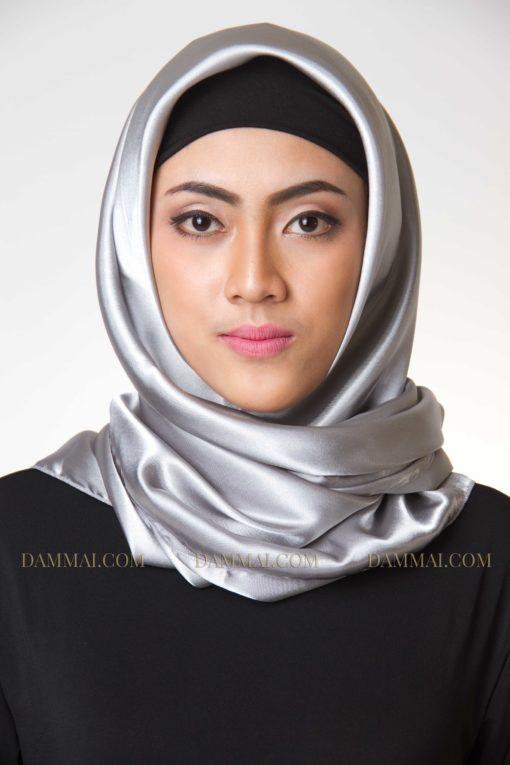 classy silver jilbab segi empat 701