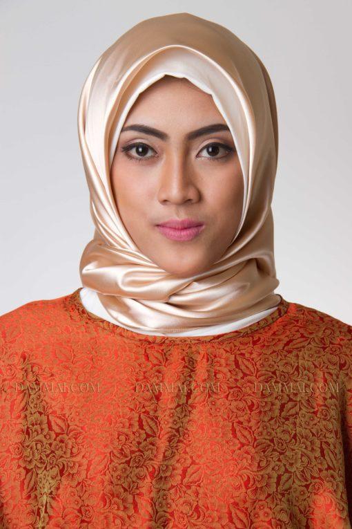 goldy peach hijab segi empat 401